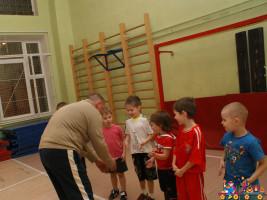 Детская футбольная секция, занятия в зале