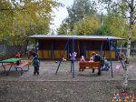 """Дети на прогулке в частном детском саду """"Тёма"""" на своей площадке"""