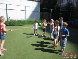 """Игры с мячом в Детском клубе """"Тёма"""""""