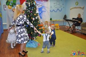 Новогодний утренник в яслях в частном детском саду ТЁМА