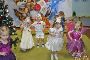 Новогодний утренник в средней группе в частном детском саду ТЁМА